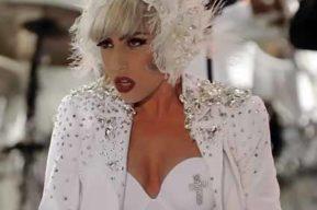 Lady GaGa vuelve a dar la nota, provocando