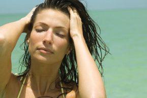 Belleza y cuidado del cabello en la playa