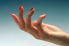Esmalte de uñas para embellecer sin dañar