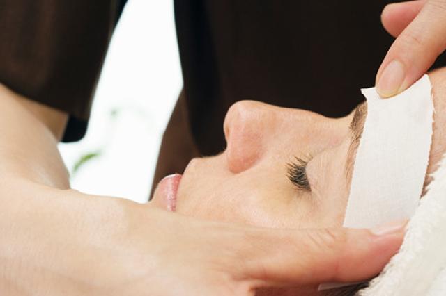 Depilación del vello facial: láser o cera