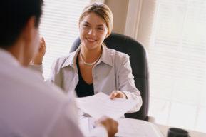 Cómo tener una actitud positiva en el trabajo