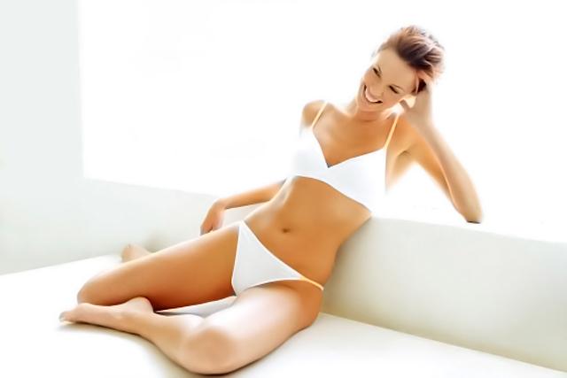 Depilación femenina para lucir bikini en verano
