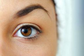 La mejor forma de aplicar el contorno de ojos