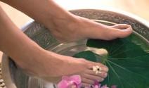 baño de pies de mujer