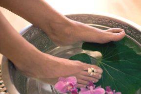 El cuidado diario de los pies de la mujer