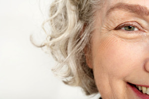 rostro de mujer senior