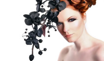mujer con orquideas