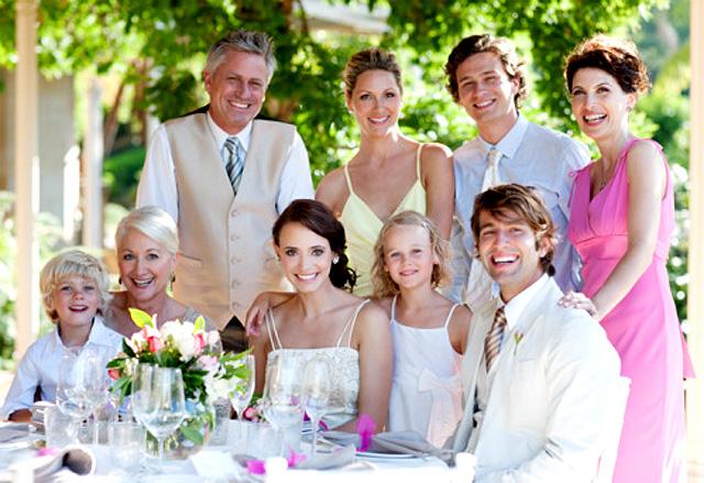 familia en una boda