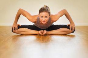 Ejercicios para estirar la espalda y las piernas