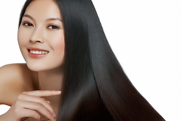 mujer con larga melena