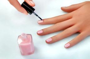 El esmalte de uñas semipermanente