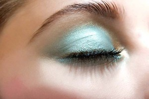 maquillaje azul ojos