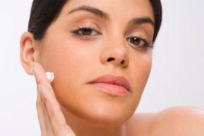 Cómo rejuvenecer la piel a base de vaselina