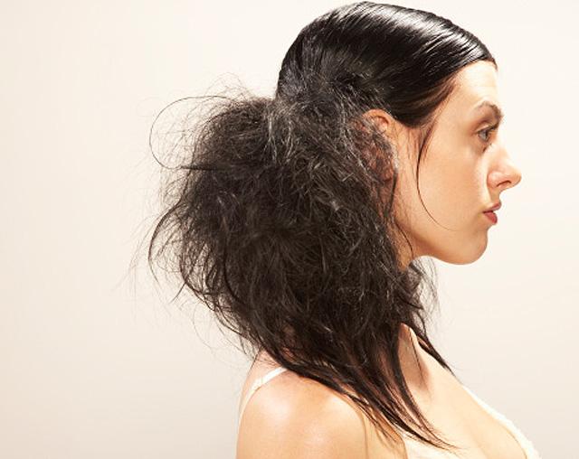 Mujer con el pelo despeinado