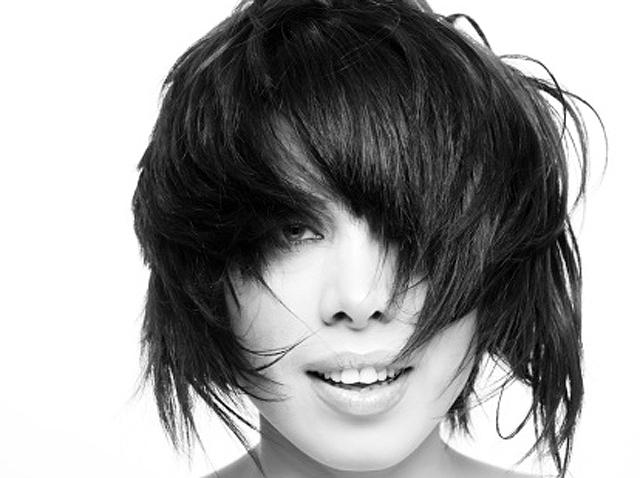 Mujer con el pelo seco
