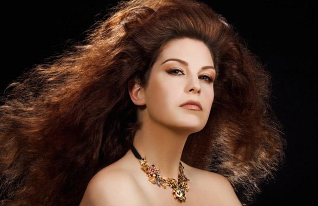 Mujer con el pelo suelto