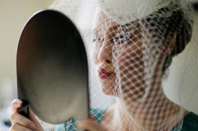 Invitada a una boda, consejos de moda de la Fashion Police