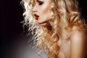 La espuma moldeadora para un peinado diferente