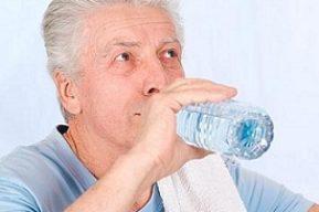 No beber suficiente líquido es perjudicial para la salud de nuestros mayores