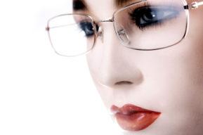 Gafas y maquillaje, algunos trucos y consejos