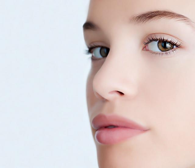 Algunos trucos para camuflar con el maquillaje una cicatriz en la cara