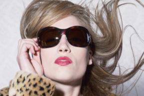 Las gafas de sol, un plus de seducción para la mujer