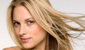 Cuidados del cabello rubio durante el verano
