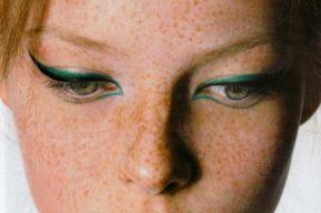Maquillaje labios y ojos en primer plano