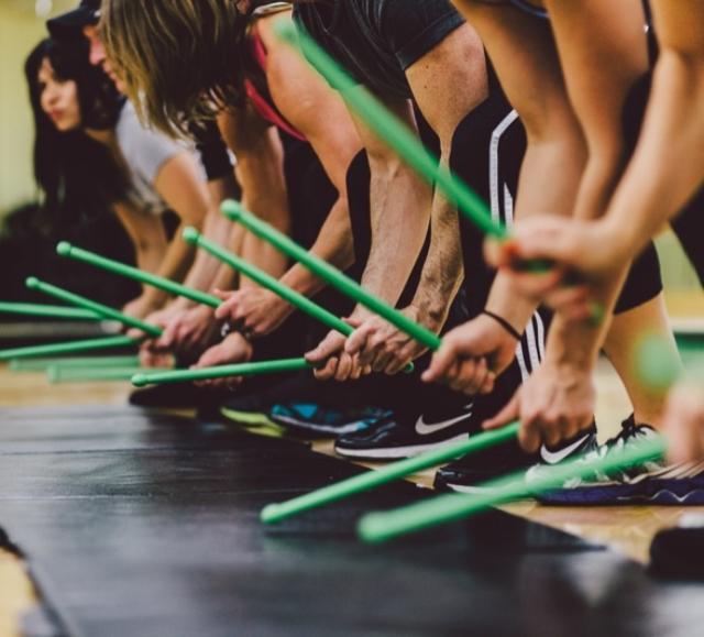 Deportistas haciendo fitness Pound
