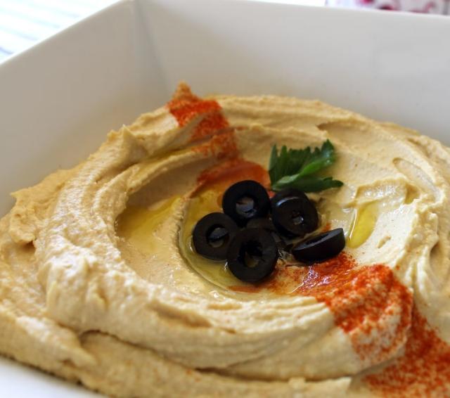 Plato de humus