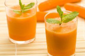 Zumo de zanahoria, naranja y perejil para perder peso