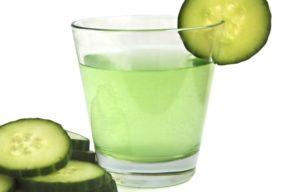 El agua de pepino, una bebida desintoxicante diurética y adelgazante