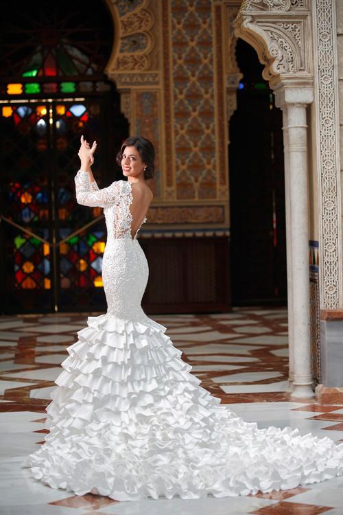 Silvia Navarro presenta una colección de vestidos de novia
