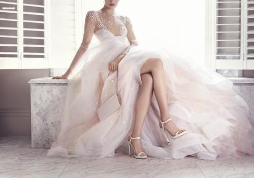 Sandalias de novia anudadas al tobillo con ligera plataforma