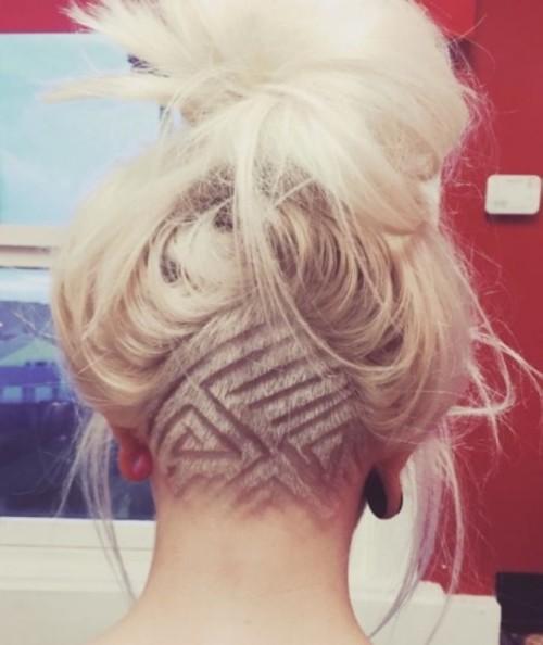 undercut-tatuaje-en-cabello-rubio