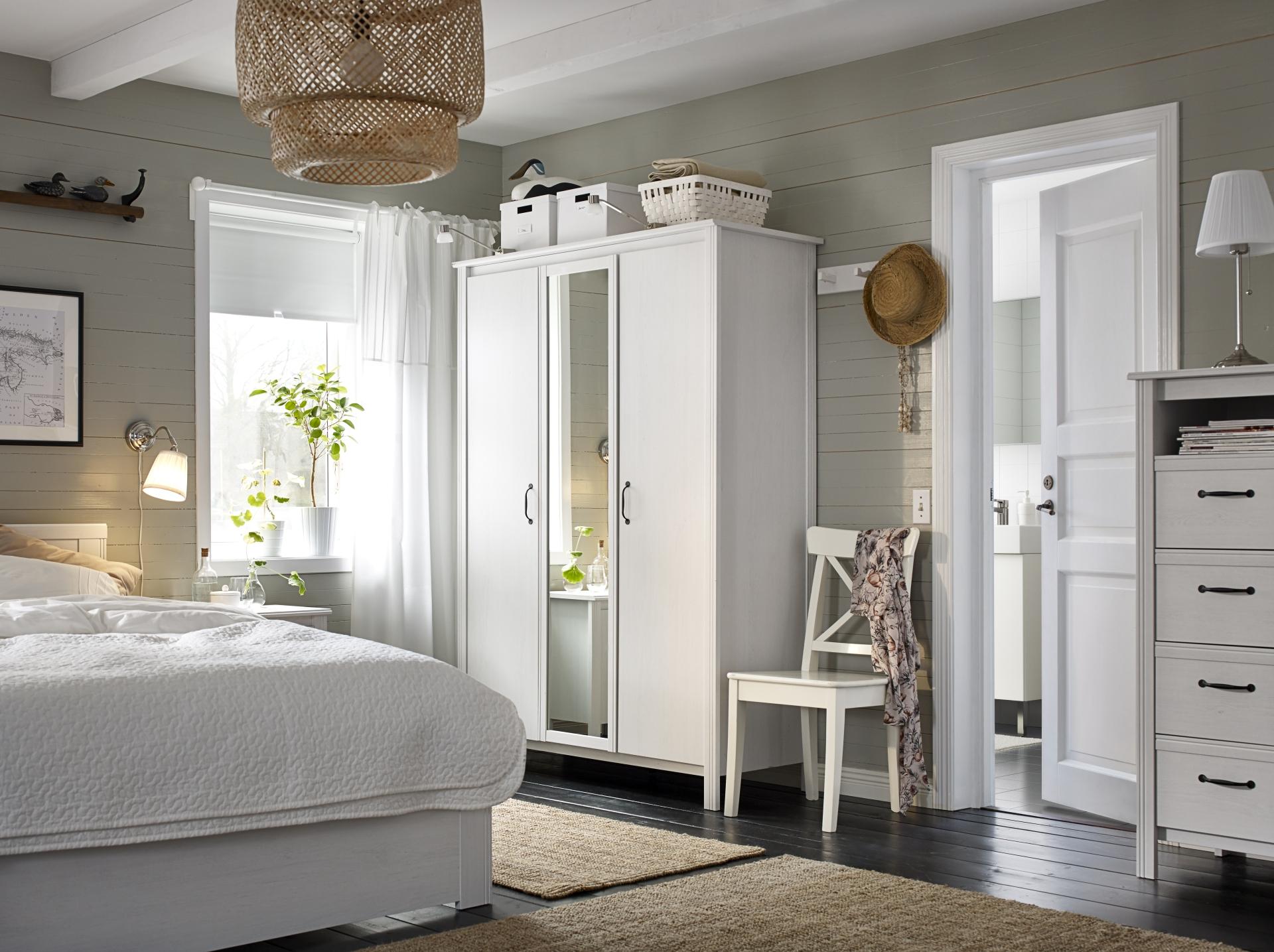 Ideas para organizar tu habitaci n con poco dinero efe blog for Acomodar muebles en espacios pequenos
