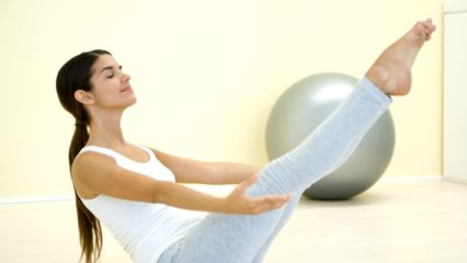 Ejercicios sencillos para trabajar los abdominales y los glúteos