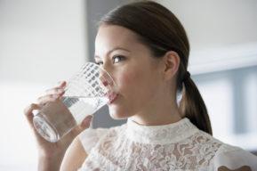 Inconvenientes de las dietas, exceso de agua y agua de limón