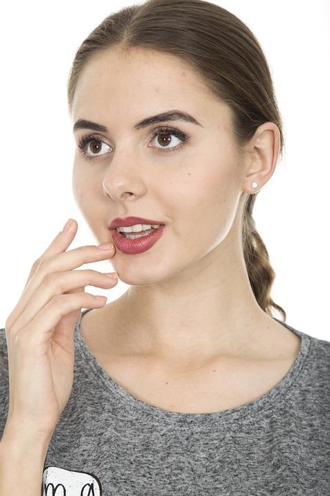 Cómo disimular el vello facial con decoloración