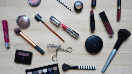 Productos básicos que no deben faltar en tu estuche de maquillaje