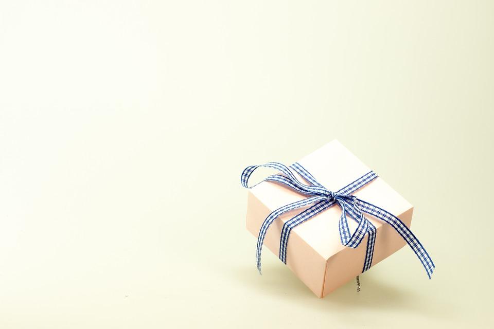 Ocho razones para regalar un perfume en Navidad
