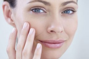 Consejos para reducir el aspecto de las ojeras y rejuvenecer la mirada