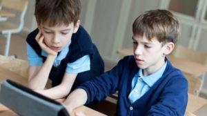 Cuidar a niños y adolescentes de los riesgos de Internet
