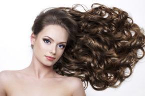 Los mejores consejos para tratar un pelo graso