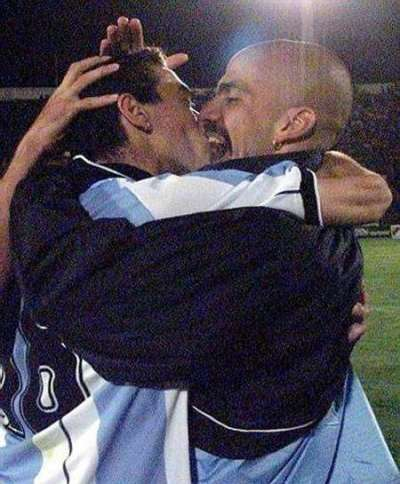 beso futbolista