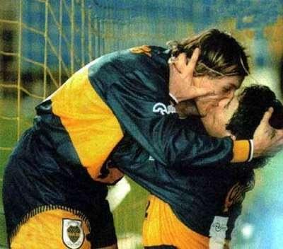 besos en el fútbol